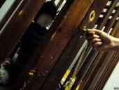 Yunanistan: Engelli çocuklar kafeslere hapsediliyor