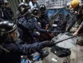 Hong Kong: Parlamentoya girmek isteyen göstericilere polis engeli