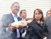 AK Partili Özhaseki yine sucuk dağıttı