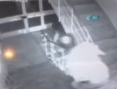 Karısını bıçakla öldürdüğü an kamerada