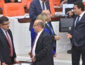 Vekillerden Meclis'te ayak üstü sohbet