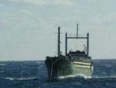Akdeniz'de terk edilen göçmen gemisi İtalya'ya getirildi