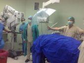 Ameliyat masasındaki hastalara şemsiyeli koruma!