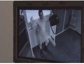 Çıplak gösteren güvenlik kamerası olay oldu!