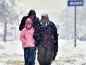 Yoğun kar yağışı okulları tatil etti!