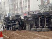 Ankara'da panik alarmı TIR devrildi!