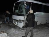 Kar yağışı kazaya neden oldu 20 yaralı
