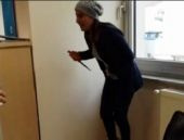 Banka şubesinde kadından şok hareket