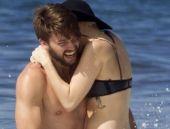 Ünlü çift denizde aşk yaşadı!