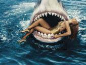 Rihanna köpekbalıklarıyla yüzdü!