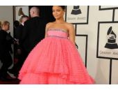 Rihanna'nın elbisesi twitter'ı patlattı!
