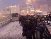 İstanbul'da kar kabusu! Metrobüs durdu!