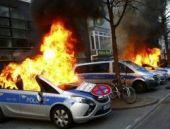 Almanya'da polis ile göstericiler arasında çatışma