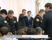 Ukrayna'da polis hükümeti bastı!