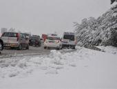 Bolu'da yoğun kar hayatı felç etti