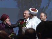 Davutoğlu ile Kılıçdaroğlu arasında gül jesti