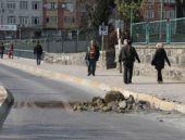 İstanbul'da gizemli patlama! Asfalt kalktı!