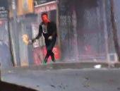Şişli'de polise molotoflarla saldırdılar