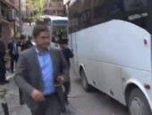 CHP'li veki polis otobüsü camını indirdi!