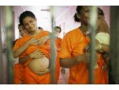 Kadın koğuşunu basıp hamile bıraktılar!