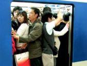 Metroda tuhaf elbise giyilmemesi uyarısı