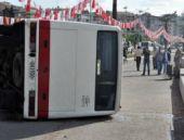 İzmir'de askeri midibüs kaza yaptı!