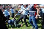 Tokat'ta polisten vatandaşa tekme!