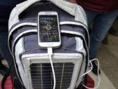 Sırt çantasıyla telefon şarj eden sistem