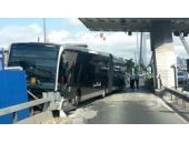 Köprüde korkutan metrobüs kazası!