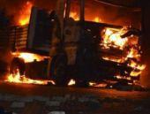Yol kesen PKK'lılar 7 tırı ateşe verdi!