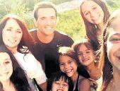 Arkadaşı ölünce 4 çocuğunu da evlatlık aldı