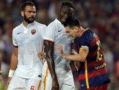 Messi dostluk maçında rakibine kafa attı