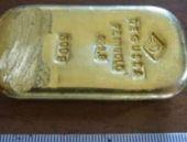 Gölde yüzerken külçe altın buldu