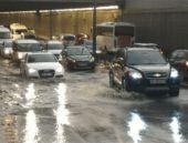 Ankara'da şok sağanak! Trafik felç oldu!