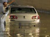 Yarım saatlik yağış Ankara'yı felç etti