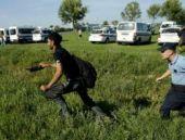 Hırvatistan'da göçmenler polis kordonunu deldi