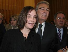 Başbakan Erdoğan'ın kızı Sümeyye Erdoğan'ın ardından Baykal'ın kızı Aslı Baykal da Meclis'e geldi.