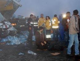 Bursa-İzmir çevre yolunda meydana gelen trafik kazasında ilk belirlemelere göre 4 kişi öldü, 14 kişi yaralandı