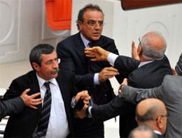 BDPli Sırrı Sakık Meclis'te yaşanan yumruklu kavganın ardından Twitter'dan mesaj verdi