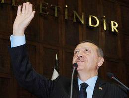 Başbakan Recep Tayyip Erdoğan, kızı Sümeyye Erdoğan'ın başörtüsüyle eğitim görmesini sağlayan dostuna vefa borcunu ödedi