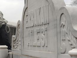 Vasiyeti üzerine Merkez Efendi Camii'nin mezarlığına gömülen Necmettin Erbakan'ın ebedi komşuları kimler?