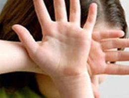 Çocuk Esirgeme Kurumu'na bağlı Sevgi Evleri'nde bir erkek çocuğuna kötü muamele yaptığı ileri sürülen iki bakıcı anne görevden uzaklaştırıldı