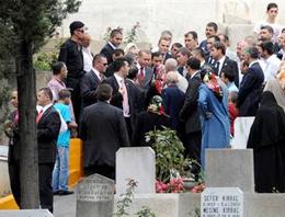 Başbakan Recep Tayyip Erdoğan, babası Ahmet Erdoğan'ın mezarını ziyaret etti.