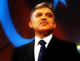 Cumhurbaşkanı Abdullah Gül, sosyal paylaşım sitesi Twitter'dan, yeni yılda başlatacakları 'Cumhurbaşkanı'na Sorun' uygulaması hakkında bilgi verdi