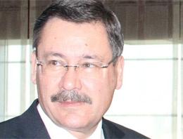 Melih Gökçek, Ankara'nın havasını değiştirmek için giriş kapıları yapılacağını belirtti
