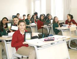 Tablet dağıtılan okullarda hem öğrencilerin hem de öğretmenlerin yüzü gülüyor