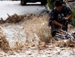 Erzurumda yarım saat yağan yagmur sele neden oldu