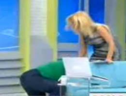 Kayıp annesi Müge Anlı'nın ayağını öptü!