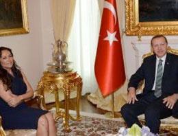 Hülya Avşar Erdoğan'a bakın ne sormuş
