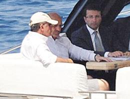 Başbakan Erdoğan Bayraktar'ı yanına alıp...